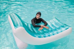 intex 58856 rockin lounger with girl in pool  sc 1 st  Swimming Pool Covers - UK.COM : intex floating recliner lounge - islam-shia.org